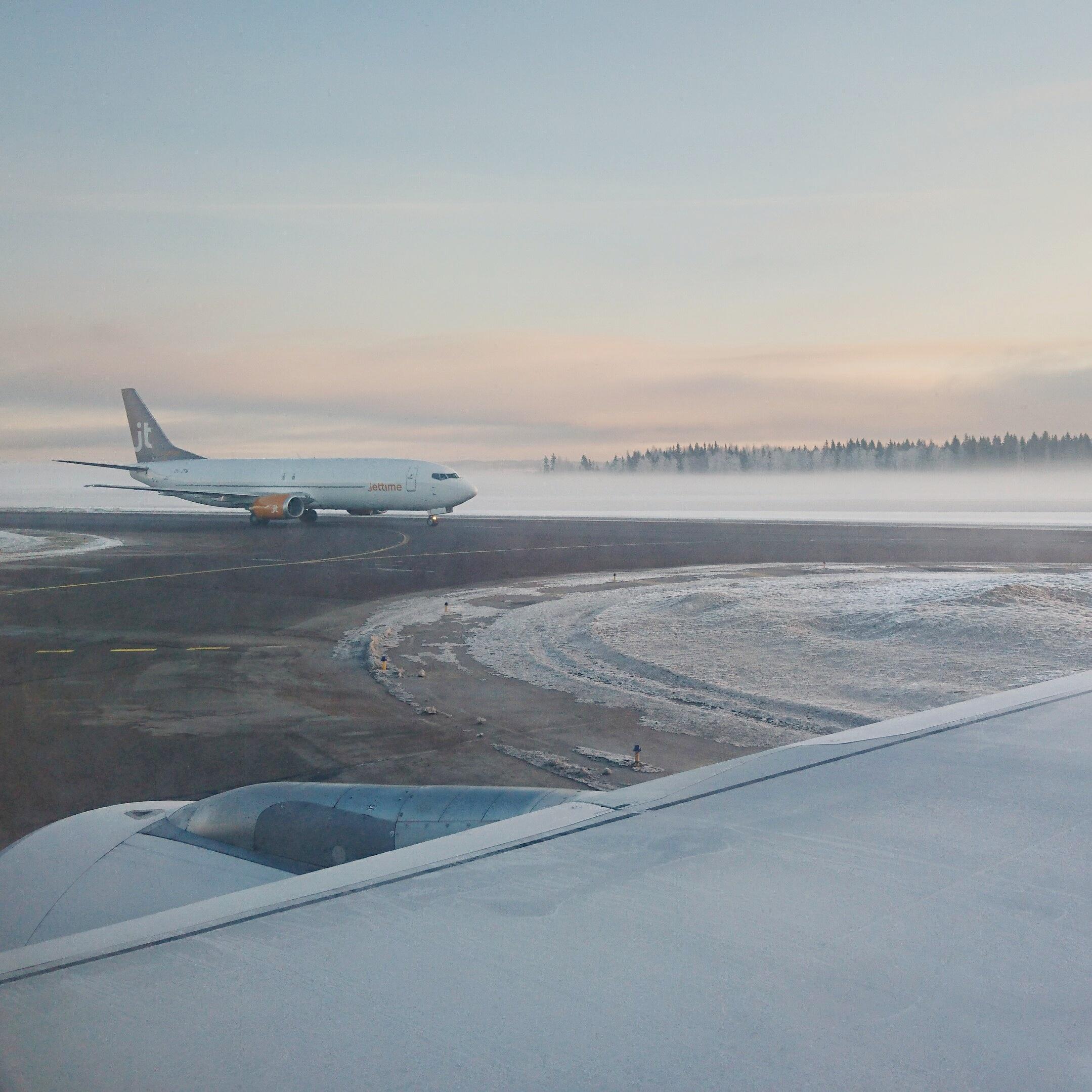 Helsinki-Vantaan lentokentällä. Lähdettiin huikean kauniissa pakkassäässä kohti Wieniä.